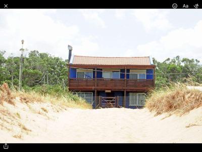 Casa En Venta, Frente Al Mar En Punta/ Sauce De Potezuelo