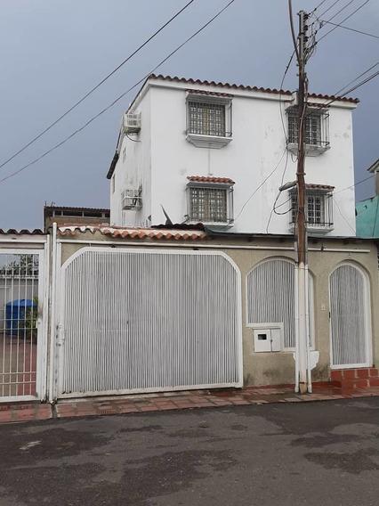 Casa De 4 Hab., 2 Baños Y Medio Y 2 Puestos De Estac.