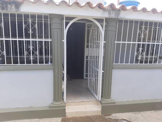 Casa En Venta/ Prados De La Encrucijada/ Sharon 04164336702