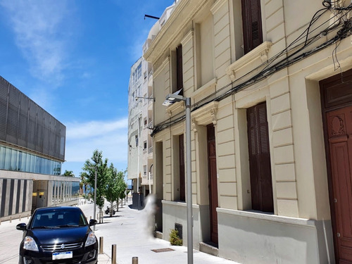 Casa De Altos, 10 Ambientes, 4 Baños, Ideal Empresa,