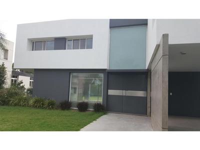 Casa 2 Plantas. 3 Dormitorios, 3 Baños. Cochera 2 Autos. Miraflores- Funes Hills
