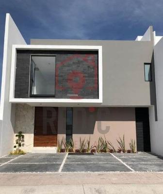 Casa En Venta De 3 Hab + Roof Garden En Condesa Juriquilla