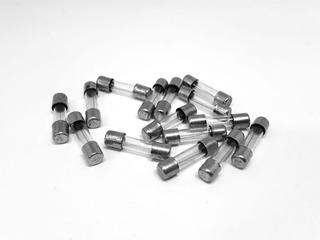 Fusivel 8 A Com 50 Peças - De Vidro Pequeno 8 Amperes