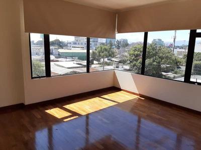 Apartamento Zona 10, 3 Domitorios, 2 Parqueos, 144 Mts2