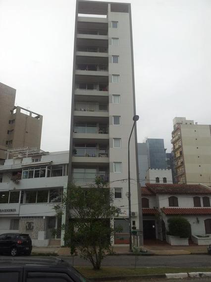 Departamento En Venta En La Plata   60 E/ 14 Y Pza Máximo Paz