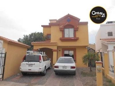 Excelente Casa De Dos Niveles Al Poniente De La Ciudad.