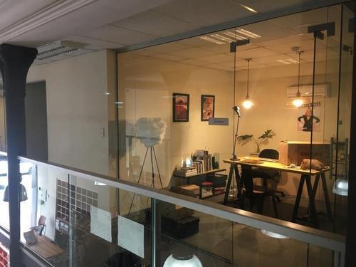 Local Comercial Moderno Con Gran Depósito En El Centro De Montevideo
