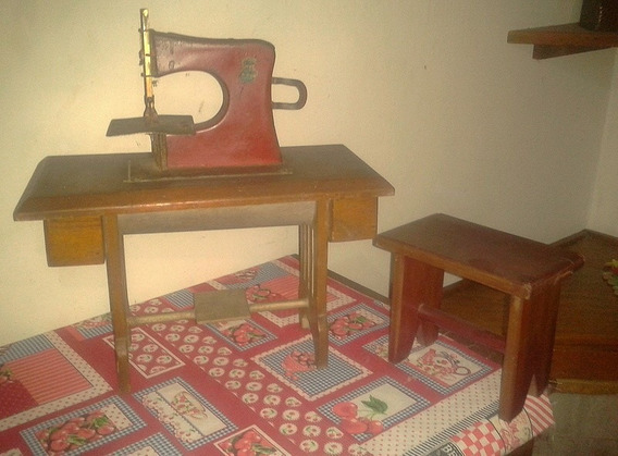 Maquina De Coser Antigua - Juguete
