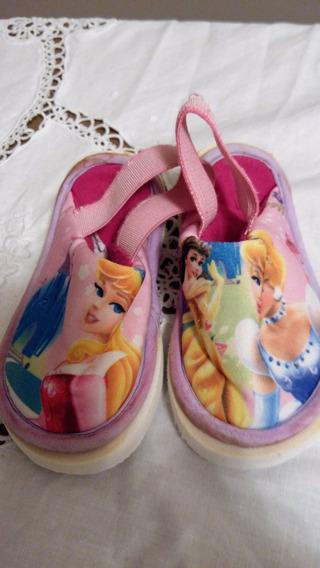 Ptd-3253 Pantuflas De Nena Motivo Princesas T23. A Sólo $50!