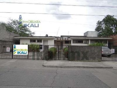Casa Comercial Venta Frente A Plaza Comercial Tuxpan Veracruz, Con Uso De Suelo Comercial, Ubicada En La Calle Rio Tecolutla # 7 De La Colonia Jardines De Tuxpan, Muy Cerca De Los Principales Centros
