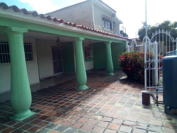Cómoda Casa En Parque Valencia