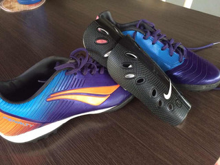Par De Chuteiras Penault N40 E Caneleiras Nike