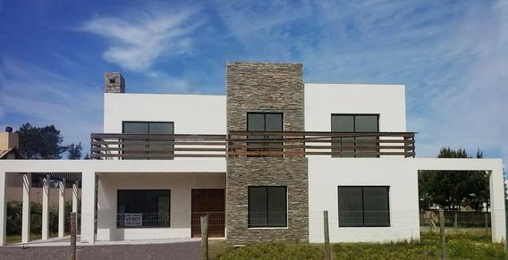 Hermosa Casa A Estrenar En Punta Pinares