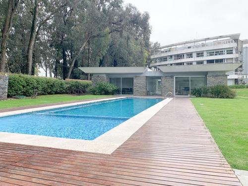 Venta De Apartamento 3 Dormitorios Con Terraza Y Jardín En Carrasco Norte
