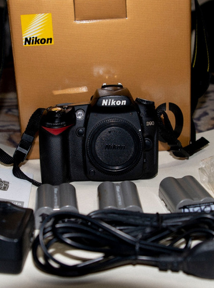Nikon D90, Body