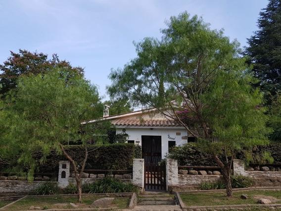 Casa + 3 Departamentos Con Bajada Privada Al Rio Santa Rosa