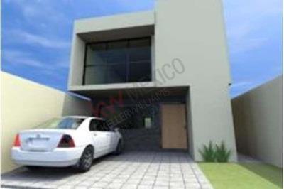Casa Nueva En Venta En Privada Con Amenidades, Cumbres De Juriquilla