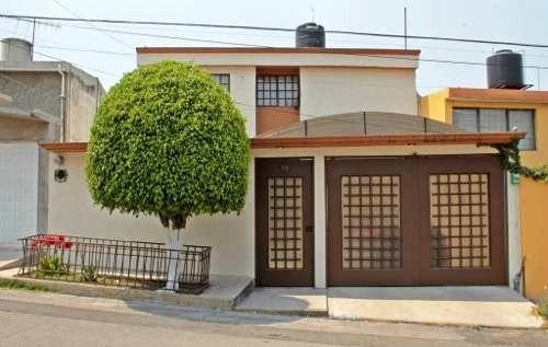 Casa De 3 Niveles, En Excelente Estado De Conservación En Coacalco