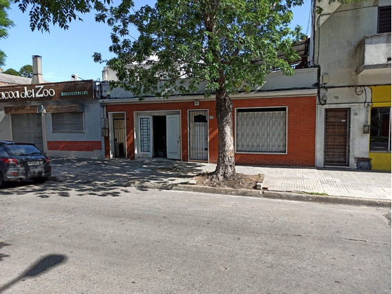 Casa De 2 Dormitorios Con Garaje En Venta En Villa Dolores.