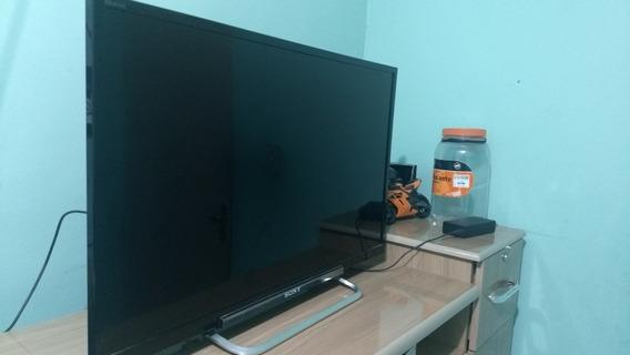 Televisão.. Vendo Tv E Uma Sony Bravia De 32