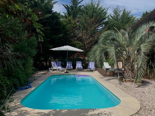 Casa En Beverly Hills, 4 Dormitorios *- Ref: 3576