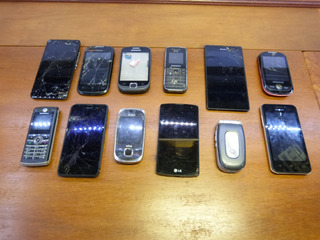 Celular Com Defeito Para Retirar Peças Lote Smartfones 12 Un