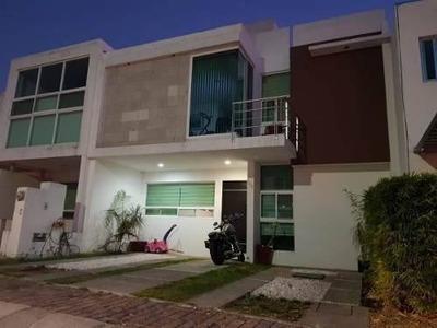 Se Renta Hermosa Casa En El Refugio, 3 Habitaciones, Estudio, Sótano, Ganela !