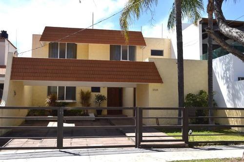 Ubicadísima Casa En Vallarta Universidad En Zapopan