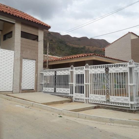 Tonwhouse En Venta En Lomas De La Esmeralda