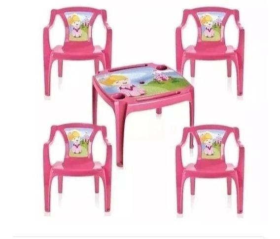 Kit Mesa Mesinha Com 2 Cadeiras Princesas Porta Copos Lápis