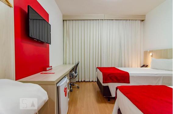 Apartamento No 13º Andar Mobiliado Com 1 Dormitório - Id: 892988800 - 288800