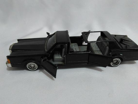 Miniatura Carro Limousine Lincoln Town Car Escala 1/24 Usada
