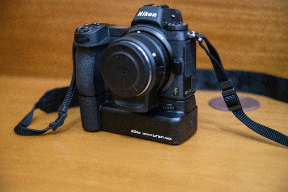 Camera Mirrorless Nikon Z7 , Ótimo Estado + Ftz Adp+ Mb-n10