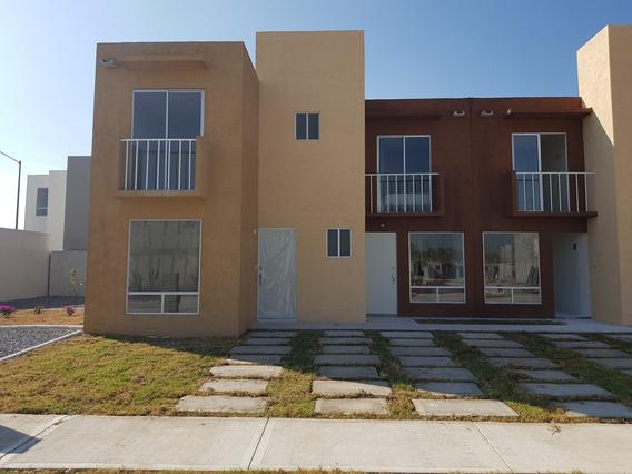 Casa De 2 Niveles En Privada Desde $540,000