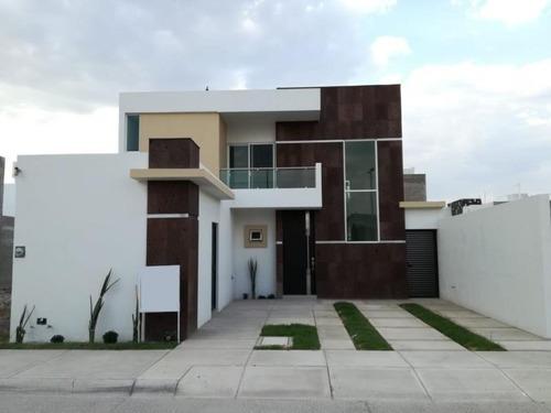 Casa En Venta En Fracc. El Lago Residencial