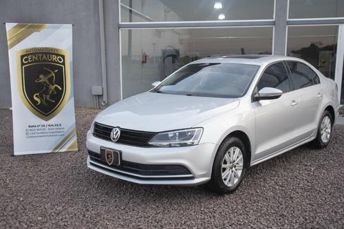 Volkswagen Vento L/15 2.0 Advance Summer (2015)