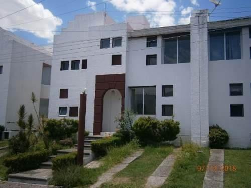 Casa Habitación De 2 Niveles, 3 Recamaras, 2 Y 1/2 Baños