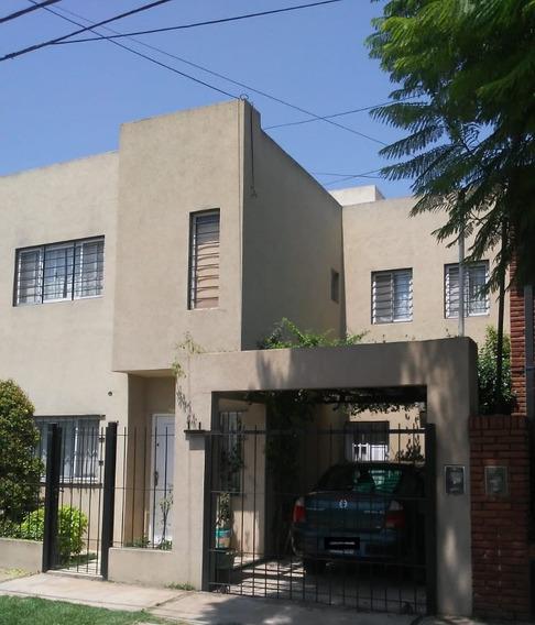 Casa - 5 Ambientes En 2 Plantas. (3 Habitaciones Y 2 Baños)