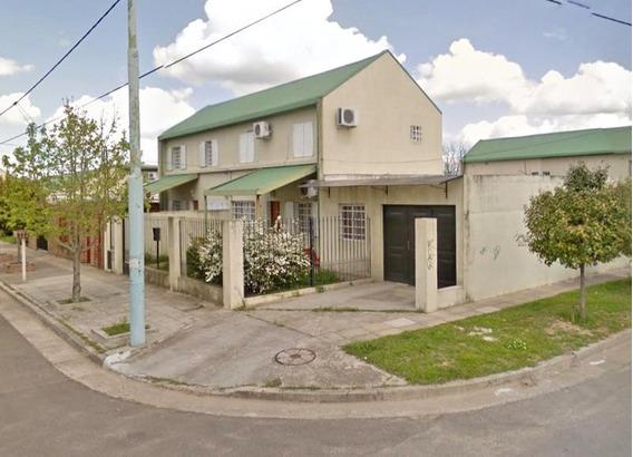 Casa En Venta En Campana Barrio Siderca 2 Dormitorios. Cochera 2 Autos.
