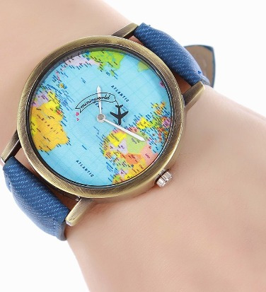 Relógio Com Mapa Mundi De Fundo