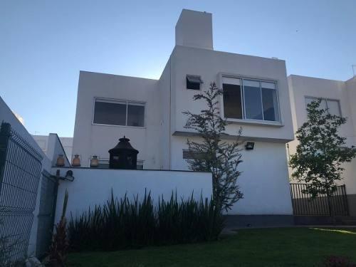 Ev1390.-casa En Fraccionamiento Exclusivo En Zona Esmeralda