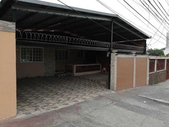 Vendo Casa Espaciosa En 12 De Octubre, Pueblo Nuevo 19-1696*