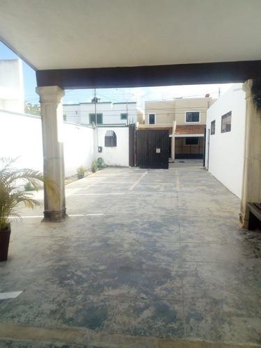 Casa En Venta Con 4 Recamaras Y Area Para Oficina En Merida, Col Montes De Ame
