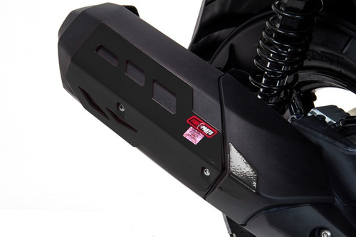 Imagen 1 de 2 de Protector De Escape Yamaha Bws 125 Negro Y Plata Fire Parts