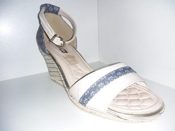 Sandalia Comfortflex Verniz Show Plus Off White Ref 1653405