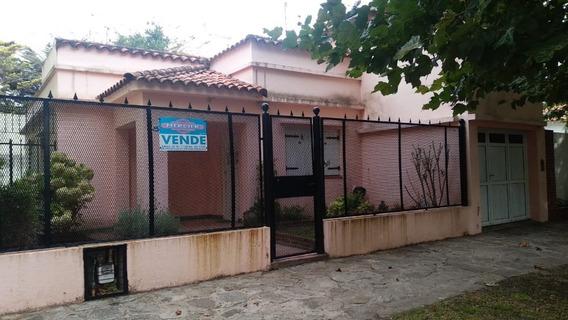 Casa Ubicada A Tres Cuadras De La Peatonal Y A Tres Del Mar