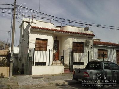 Casa De Barrio En Pleno Montevideo