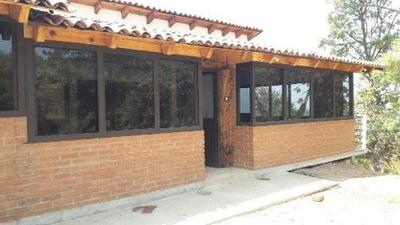 Casa Del Castellano, Rodeada De Bosque