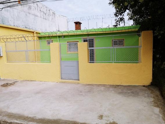 Casa De Dos Habitaciones Con Jardín En El Cerro