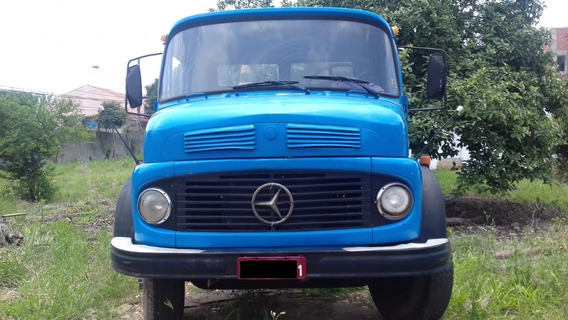 Caminhão Mercedes Bens Poliguindaste